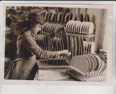DAINTY CAPS NEPTUNE'S DAUGHTERS RUBBER  BRITISH FACTORY AMERICA   Fonds Victor FORBIN (1864-1947) - Métiers