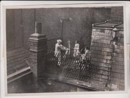 WEAVING LOOM ON A LONDON ROOF LONDRES OLD CAVENDISH STREET PREMISES  Fonds Victor FORBIN (1864-1947) - Lugares