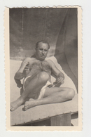 #23696 Vintage Orig Photo Good Looking Man Relaxing Sunbathing With Cigarette - Personnes Anonymes
