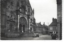 72 - SAINT CALAIS - Belle Vue Animée De La Place Du Cardinal Dubois ( Vieilles Voitures , Magasin E.Sourice ) - Saint Calais