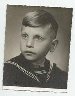 Boy Pose For Photo Dc921-174 - Anonyme Personen