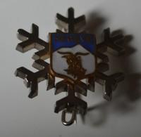 Rare  Insigne Flocon Megève  Format 2.5 X 2.5 Cm - Insignes & Rubans