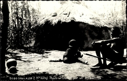 Cp Bobo Diuolasso Burkina Faso, Mann Vor Einer Strohhütte - Kamerun