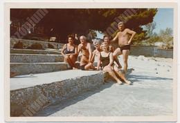 REAL PHOTO Ancienne Beach Group , Men Swimsuit Women Kids Hommes Femmes Enfants Sur La Plage. Srebrno Dubrovnik ORIGINAL - Personnes Anonymes