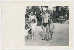 REAL PHOTO Ancienne Beach Group , Man Boy Kids Homme  Garcon Enfants Sur La Plage. Srebrno Dubrovnik ORIGINAL - Personnes Anonymes
