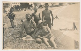 REAL PHOTO Ancienne Beach Family, Man Woman Boy Kids Homme Femme Garcon Enfants Sur La Plage. Srebrno Dubrovnik ORIGINAL - Anonyme Personen