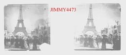La Tour Eiffel, Place Bien Animée 75 Paris Seine - Plaque De Verre Stéréo - Taille 43 X 107 Mlls - Plaques De Verre