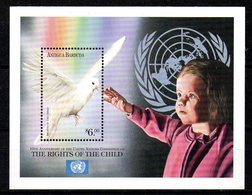 ANTIGUA. BF 431 De 1999. Colombe/Convention Des Nations Unies Sur Les Droits De L'Enfant. - Palomas, Tórtolas