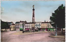 CARTE POSTALE   ROCHEFORT 17  Place Des Martyrs De La Résistance - Rochefort