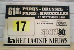61e PARIS-BRUXELLES 23 SEPTEMBRE 1981 PANNEAU 38cm X 26cm - Ciclismo