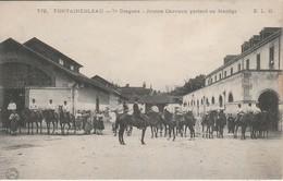 77 - FONTAINEBLEAU - 7e Dragons - Jeunes Chevaux Partant Au Manège - Fontainebleau