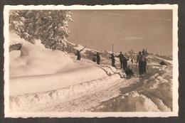 253 - Suisse - Route De Vermala ( Skieurs Remontants Au Sommet Avec Les Skis Sur L'épaule )photo J.Deprez Montana - VS Valais