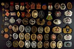 Sammlung Von über 60x Abzeichen, Anstecknadeln Und Auszeichnungen Aus Unterschiedlichen Gebieten, Dabei Drittes Reich, N - Books, Magazines  & Catalogs