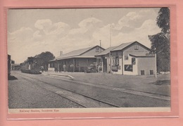 OLD   POSTCARD -  SOUTH AFRICA - RAILWAY STATION - SOMERSET EAST - TRTEIN - South Africa