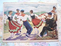 En Parcourant Le Pays Basque Danseurs De Béghiras En Costume Aux Couleurs Nationales - Homualk