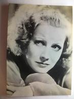 Carte Postale Greta Garbo - Actrice Suédoise Naturalisée Américaine (  Forrmat 11X15 Cm Non Circulée ) - Artistes
