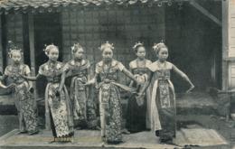 PC49827 Javaansche Danseressen. Najoeban. Tio Tek Hong. B. Hopkins - Cartes Postales