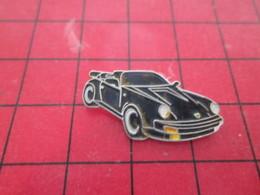 210c Pins Pin's  / Rare Et De Belle Qualité / THEME AUTOMOBILE : PORSCHE NOIRE DECAPOTABLE - Porsche