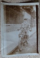 Photo Ancienne - Jeune Homme En Motocyclette Neuilly Aout 1928 - Photographs