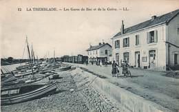 17 La Tremblade Les Gares De Bac Et De La Greve Gare Train Cpa Carte Animée - La Tremblade