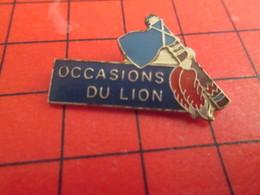 413c Pins Pin's  / Rare Et De Belle Qualité / THEME AUTOMOBILES : PEUGEOT OCCASIONS DU LION TOMAHAWK - Peugeot
