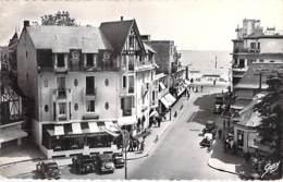 44 - LA BAULE : Place Du Gl Leclerc - Rue Du Gl De Gaulle - CPSM Dentelée Noir Blanc Format CPA - Loire Atlantique - La Baule-Escoublac