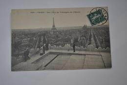 75 Paris   Sur L'Arc De Triomphe De L'étoile  Vue Sur La Tour Eiffel - Arc De Triomphe