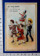 CHROMO .... XIX Eme..12 / 8 .5 Cm......AU TAPIS ROUGE /LE MANS...ENFANTS ...POLICHINELLE PORTE EN FANFARE - Chromos