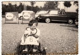 VECCHIA FOTOGRAFIA - OLD PHOTO - BAMBINA E AUTOMOBILI - Vedi Retro - Automobili