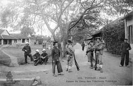 CPA Du Tonkin - Hanoï. Entrée Du Camp Des Tirailleurs Tonkinois. Ed. Dieulefils, N° 165. Non Circulée. Tb état - Viêt-Nam