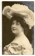 75 -   Jeune Dame - Chapeau Original - Mode