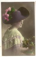 85 -  Jeune Dame Chapeau Fleuri - Perles En Relief - Mode