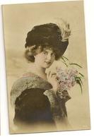 86 -  Jeune Dame Chapeau Fourrure - Mode