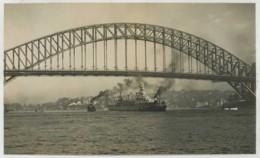 (Bateaux) La Jeanne D'Arc Sous Le Harbour Bridge à Sydney . Australie . Australia . 1938 . - Bateaux