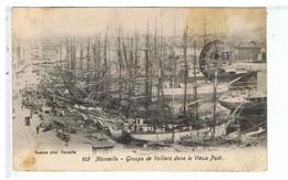 CPA-13-1906-MARSEILLE-ANIMEE-PERSONNAGES ETATTELAGES-GROUPE DE VOILLIERS DANS LE VIEUX PORT- - Vieux Port, Saint Victor, Le Panier
