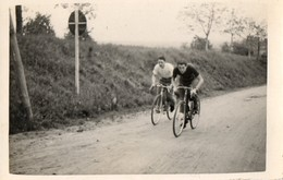 Cyclisme. CP Photo.  Deux Amis Sur Des Vélos. - Cycling