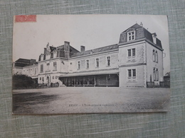 Cpa 53 Ernee Ecole - Ernee