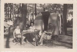 Photo Camping Le Grau D'Agde - Caravane Années 50 (avec Porte Arrière) - Format 9,5 X 6,5 Cm - Automobili