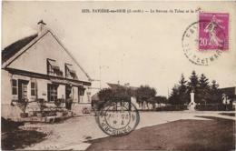D77 -FAVIERE EN BRIE - LE BUREAU DE TABAC ET LA PLACE - Monument - France