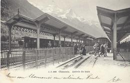 74 CHAMONIX MONT BLANC ARRIVEE D UN TRAIN  EN GARE PLM SNCF LIGNE A VOIX METRIQUE JULLIEN FRERES JJ 2986 - Chamonix-Mont-Blanc