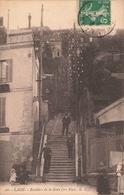 02 Laon Escaliers Escalier De La Gare , Cpa Carte Animée - Laon
