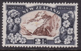 New Zealand 1935 P.13-14X13.5 SG 560 Mint Hinged - Unused Stamps