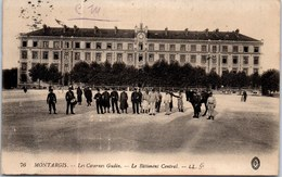 45 MONTARGIS - Les Casernes Gudin - Le Batiment Central. - Montargis