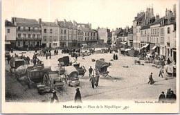 45 MONTARGIS - Place De La République - - Montargis