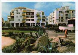 - CPSM LE CAP D'AGDE (34) - La Place Du Môle 1976 - Le Capri - L'Acropole - Editions Larrey 18187 - - Agde