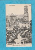 Toul. - Place Du Marché Et L'Église Saint-Gengoult. - Jour De Marché. - Toul