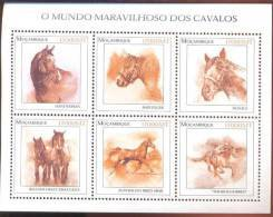 MOZAMBIQUE   1556 MINT NEVER HINGED MINI SHEET OF HORSES  #  M-102  ( - Paarden