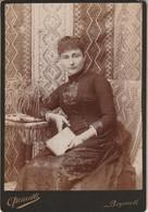 Portrait De Femme Habitant - Beyrouth : Photo. Quarelli - Beyrouth ( Format 16,2cm X 11,2cm ) Tranches Dorées - Old (before 1900)