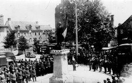 (100) CPA  Photo A Identifier Monument Au Mort Croix Rouge Soldats   (Bon Etat) - Monuments Aux Morts
