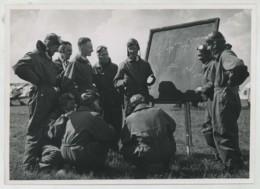 (Aviation) Patrouille D'Etampes . Le Cdt Perrier Explique Les Figures Pour La Fête D'Orly . 2 Juin 1950 . - Aviation